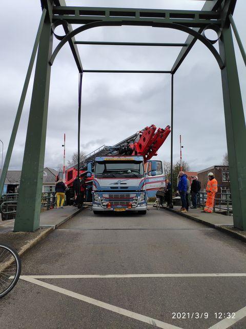 Vrachtwagen ongeluk Rijpwetering brug
